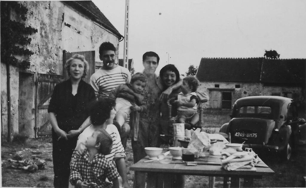 JV à Mondollot, famille et amis, 1959